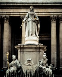 The statue of Queen Anne at St Paul's