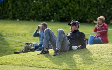 Kevin Pietersen taking in easy 17th green